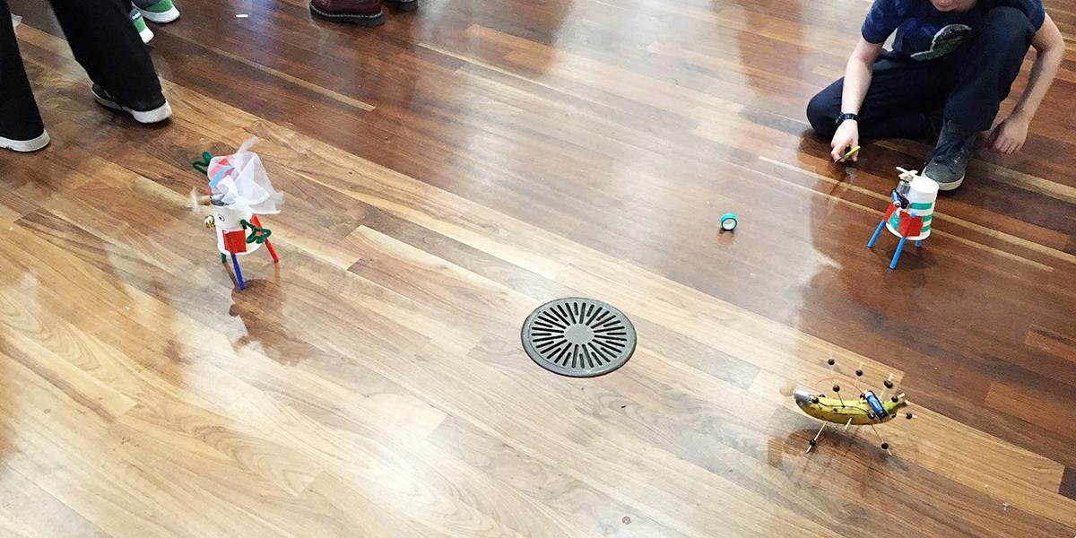 トコトコ動くロボット達